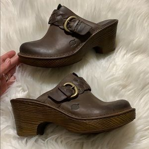 Born Leather Clogs Heel Distressed Brown Dressy